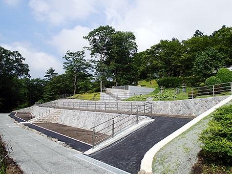 新区画ついおく墓所 階段左上