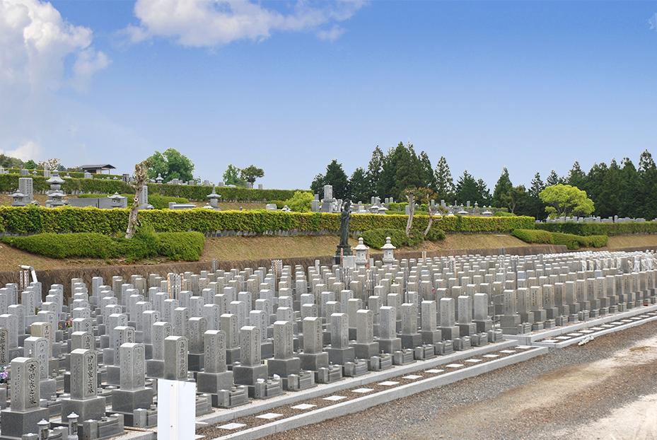 「久遠墓」とは、旧来の家族制度から核家族化が進む現代のニーズに応じて、 新しい墓地の形態として造営されたものです。