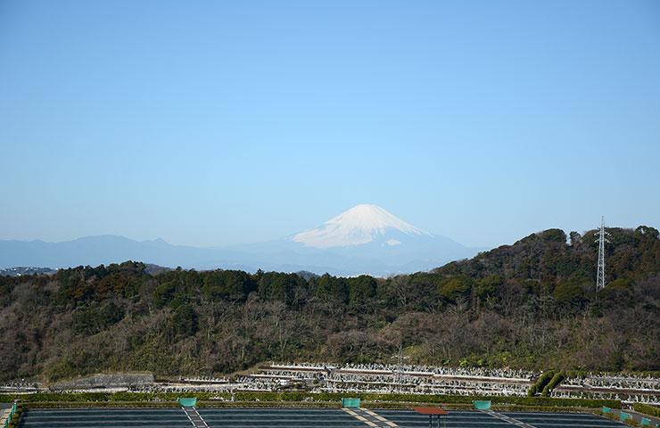 富士山を望む霊域