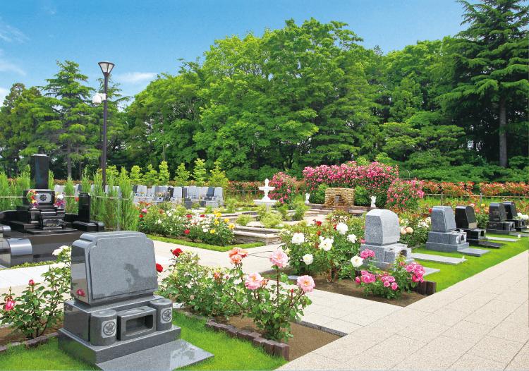 バラに囲まれた墓域1
