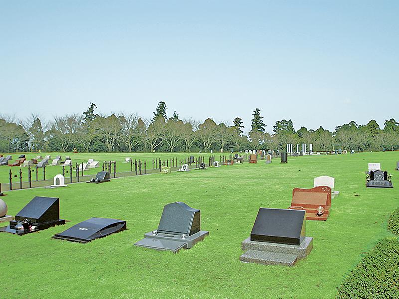 西洋風墓石が映える墓所