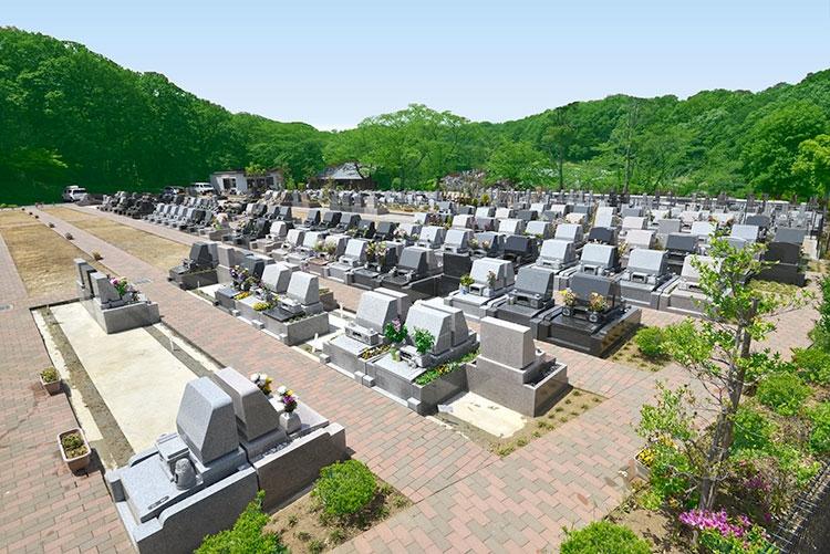 管理事務所近くの墓域